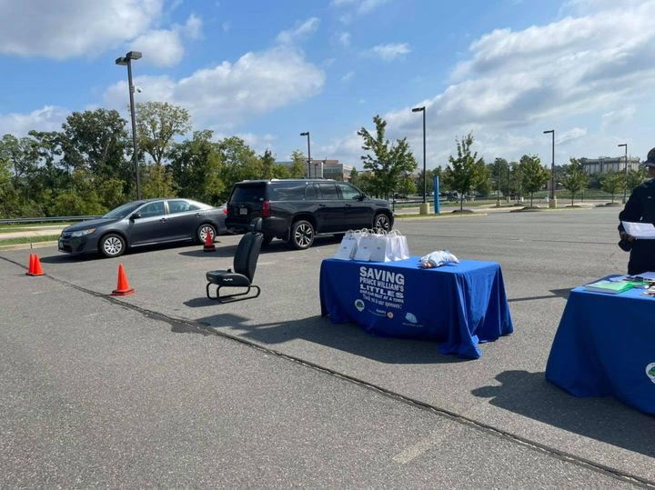We're at the Prince William Hospital hospital in Manassas until 3 checking car seats!  Checks available in English and Spanish!